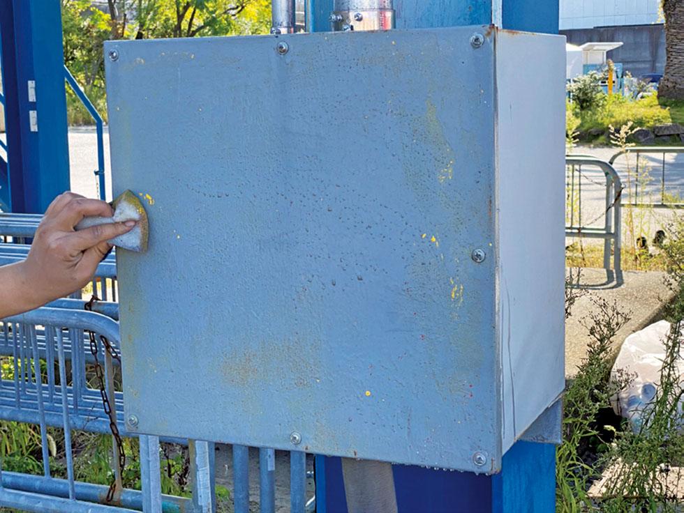 電気設備 鉄塗装面
